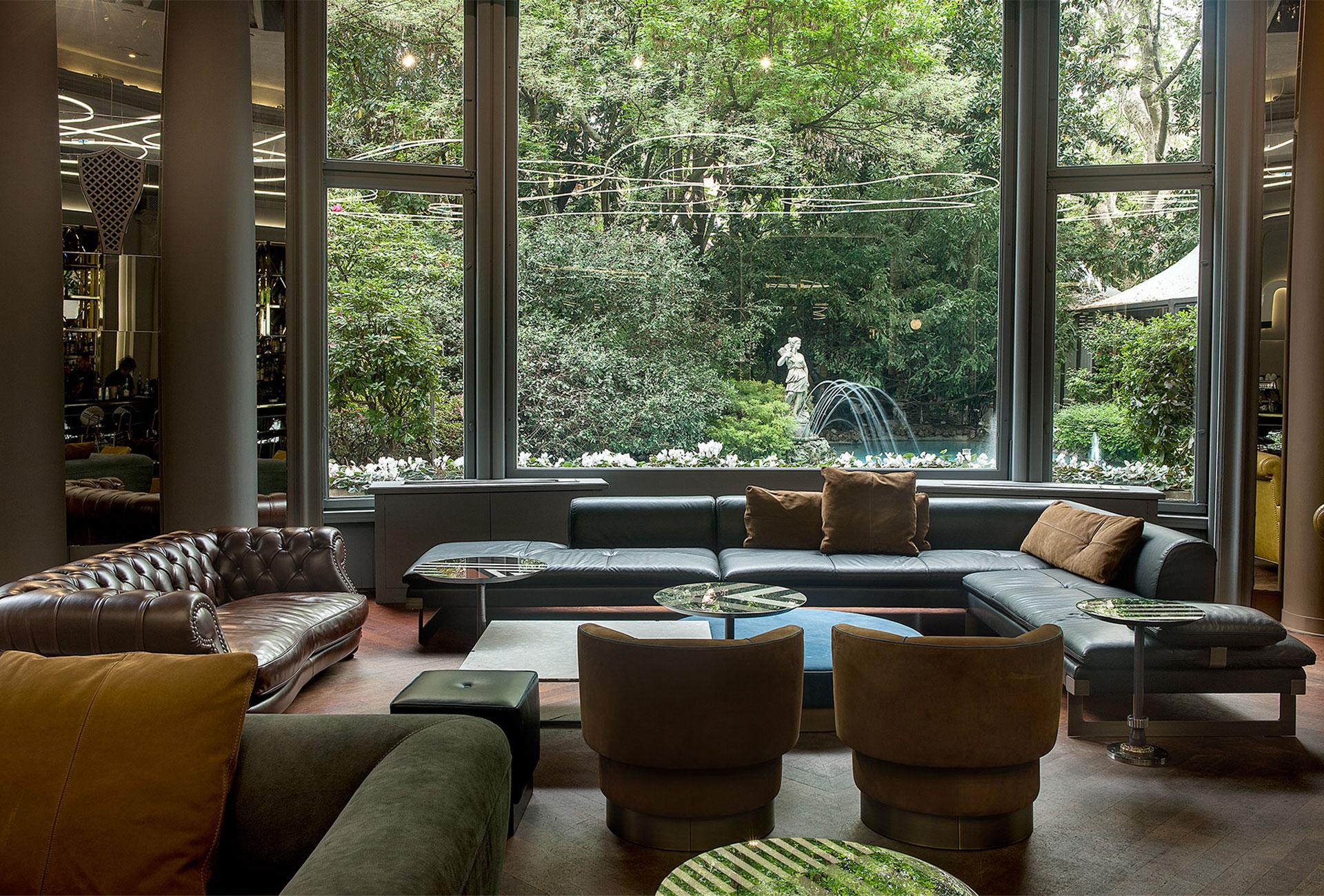 COLAZIONE E APERITIVO A MILANO IN UN PUBLIC HOTEL STRAORDINARIO