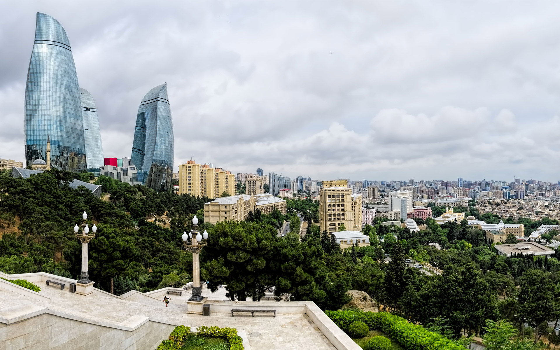A TRIP TO AZERBAIJAN: BAKU, BETWEEN EAST AND WEST